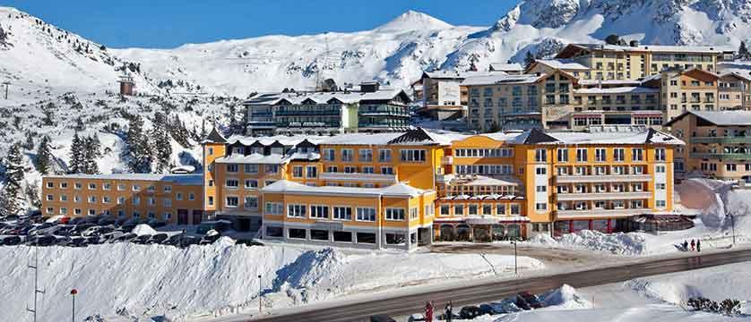 austria_obertauern_hotel-steiner_exterior-winter.jpg
